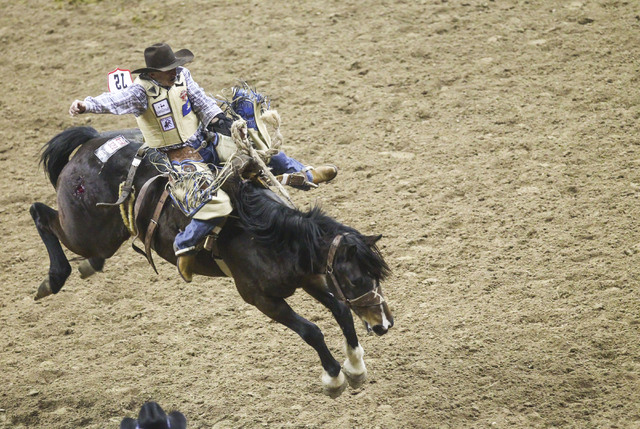 saddle-bronc-riding_nfr-live-streaming-2